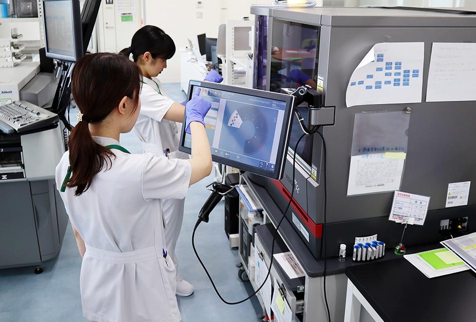 検体検査室ページ。急性期医療・外来・入院・手術を行う埼玉県狭山市の病院